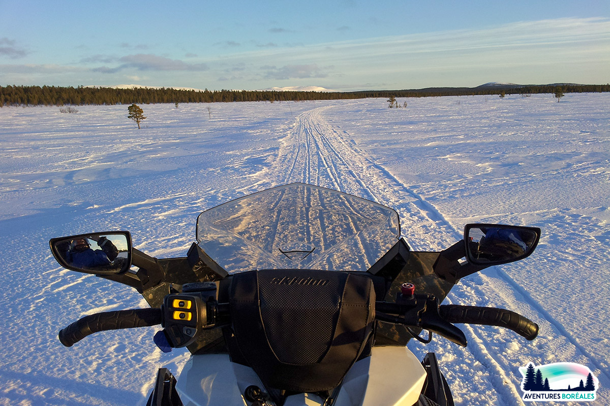 Balade en motoneige en Finlande