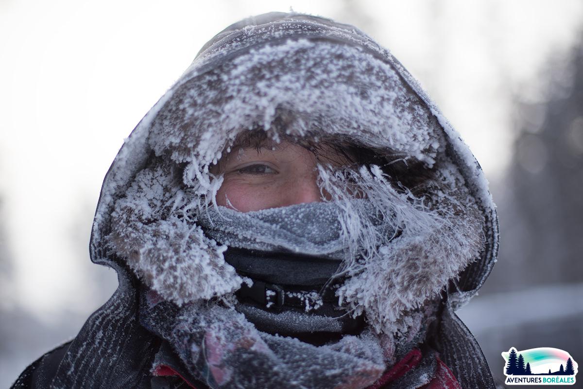 Par -28°c, Claire, au retour d'une balade de 9Km en chiens de traineau (et avec le sourire ! :D )