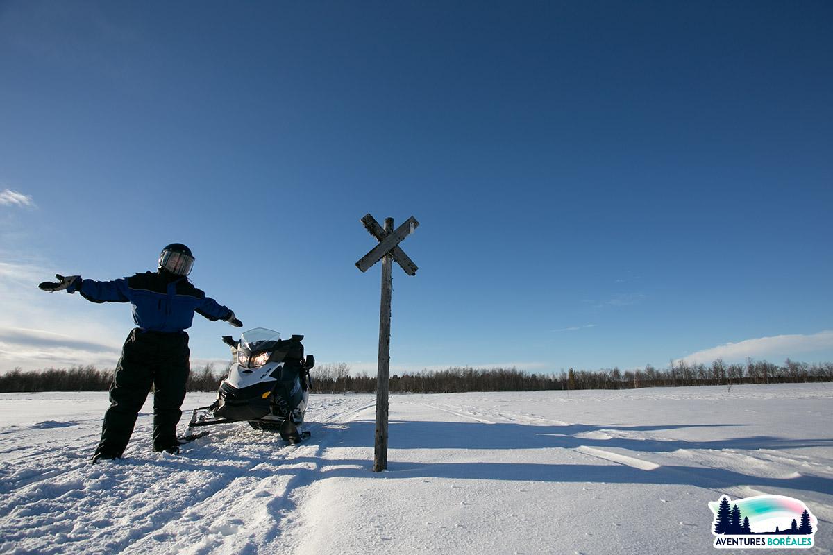 Faire de la motoneige en Laponie