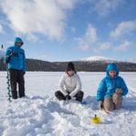 Voyage, pêche sur glace en Laponie
